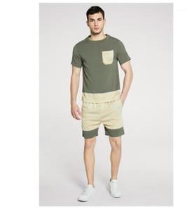T-shirts manches courtes Pantalons Fahsion style de vacances Couleur Naturel Survêtements Mens Designer Patchwork Survêtements Casual Court