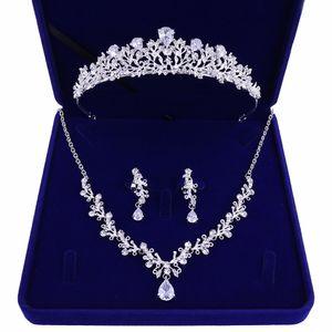 Nouvelle mariée de haute qualité Crown Tiara Trois pièces Zircon Collier Boucles d'oreilles Princess Anniversaire Mariage avec accessoires Femme Cadeau