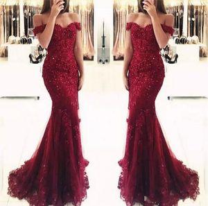 Elegantes Burgund aus der Schulter Perlen Spitze Meerjungfrau Prom Kleider 2019 kurze Ärmel bodenlangen Abendkleider Vestido de Fiesta