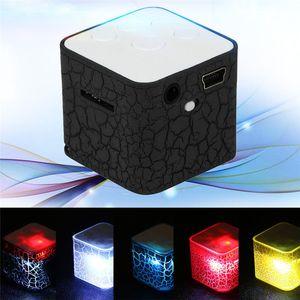 Neue angekommene LED-Licht MP3-Player Mini-USB-Square-Lautsprecher-Player Mode Crackle HQ-Sound Portable MP3-Spieler-Unterstützung TF-Karte Weihnachtsgeschenk