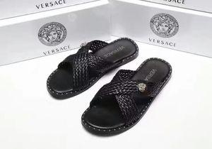 Mode de luxe de femmes Chaussons Sandales Ladies Beach Slipper Tide Homme Rivet Stud Chaussons en cuir antidérapante Mens Spikes Casual Shoes7