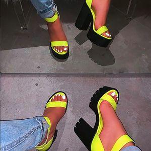 2020 Nouveau mode Super High Heel Sandales main confortable couleur unie Taille Plus Femmes Sandales Chaussures De Mujer