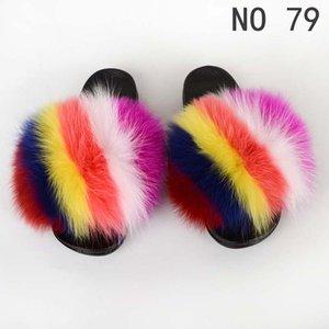 Scivoli di pelliccia di nuovo stile per le donne Carino Fuzzy Sandali Flip Flop Furry Slides Soft Flat per Indoor Outdoor Logo personalizzato Accetta