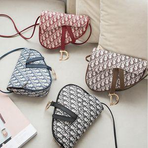 INS ragazze borse sella Retro Crossbody Vintage spalla del sacchetto borsa dell'unità di elaborazione D Lettera a ferro di cavallo con fibbia Borse Outdoor Phone Pouch