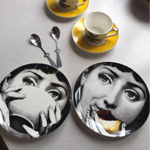 Neue Top-Mode-Marken-Entwerfer Mailand Plates Farbe Schwarz Weiß Illustration Hanging Geschirr Sample Room Home Hotel Dekoration