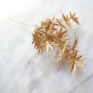 Flores artificiales 5pcs oro plástico Ramo Niebla Maple Leaf Phoenix Tail Niebla falso flores fondo de la pared decoración de la boda T191024