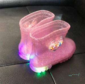 Çocuklar çizmelere Ayakkabı Kız Bebek Jelly Yağmur Botları LED su geçirmez kalp şeklinde şeffaf kaymaz Prenses Yağmur Kısa Çizme A110705 ışıkları