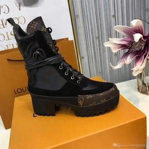 ankle boot de couro 2020 New Women inicialização Designers de luxo Mulher Botas com cinto robusto calcanhar Martin sapatos de amarrar Bota