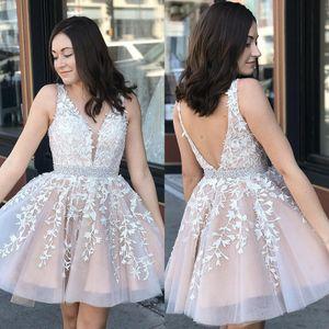Vestidos cortos de regreso a casa 2020 Nuevo vestido de cóctel con cuello en V y apliques de encaje con cuello en V Mini vestidos de baile BM0987