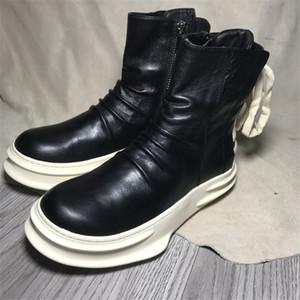 2020 sapatos quentes da Primavera novíssimo couro tornozelo botas dos homens Outono-Inverno Moda Voltar Strap neve Botas