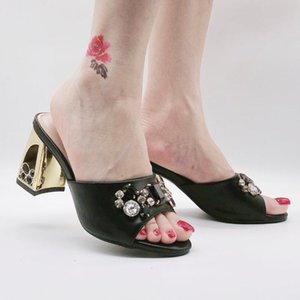 2020 Latest Fashion Design Dropshipping Black Slippers Golden Rhinestone High Heeled Shoes Summer Leather Square Heeled Sandals