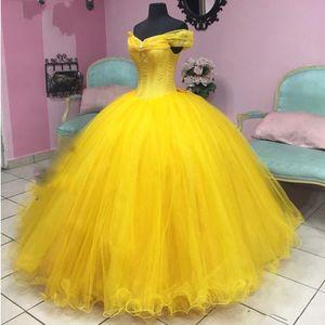 Modern Belle Amarelo Vestidos Quinceanera vestido de baile Real Photo baratos fora do ombro com mangas Tulle doce 15 Prom Dress vastidos De Vestido