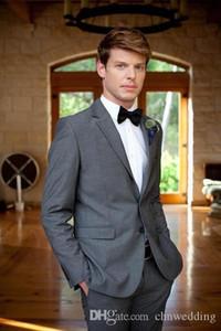 Uomo-Grey Suits Wedding Notch risvolto Due pulsanti groomsmen Suits (giacca + pantaloni) di usura Best Man Prom