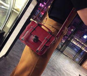2020 New Messenger Retro Female Bag Wild Tide Shoulder Bags Arrow Plug Lock Type Small Square Bag Drop Shipping