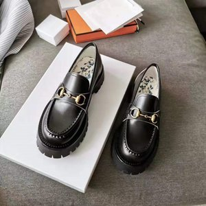 роскошь дизайнер обувь для женщин Horsebit бездельника низкого каблука кожи грунтозацепов единственных мокасин с голубым бутоном печати Черными блестящими ботинками