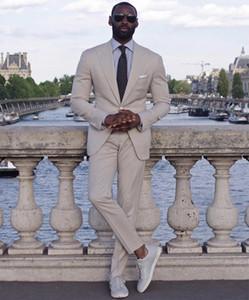 2020 New Classy Wedding Tuxedos Mens Abiti Slim Fit Risvolto con risvolto Prom BestMan Groomsmen Blazer Disegni (Jacket + Pants + Tie) A Buon Mercato B269