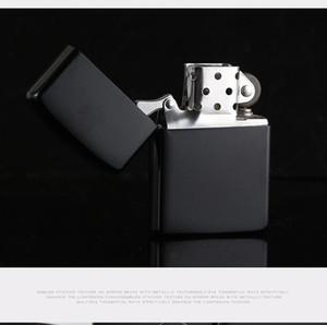 Chegada Nova Fogo retro Lighter Metal Black fosco à prova de vento tocha metal Isqueiro Smoking cigarreira combustível Isqueiros