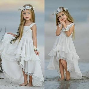 2020 ragazza poco costosa Boemia Alto Basso Fiore Abiti per Beach Wedding Pageant Abiti Una linea Boho Appliqued merletto bambini Prima Comunione Dress
