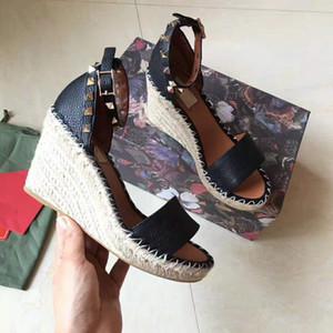 Europäische großen Namen Luxusgüter, neue Art Damenschuhe, feine Absatzschuhe, Sandalen, formale Schuhe, nackte Füße, echtes Leder, Fuß Niet
