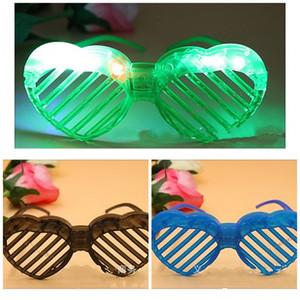 Neuheit Flash-Fensterläden Brille mit LED-Licht Brille Glow In The Dark Party Brille Kunststoff aushöhlen Weihnachten Halloween decor1 45cc E1