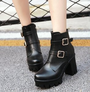 Vendita calda-Designer donne Buckle Boots Bianco Nero Tacchi Chunky Booties Motocycle