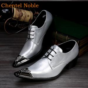 Os mais recentes Chentel Noble manuais Cavalheiro Metal Head Fashion Dress Mens Sapatos de couro genuíno apartamentos salto considerável Sapatos Masculinos Med