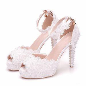 Красивые ручной белые кружева цветок пип Toes Свадьба Высокие каблуки пряжки ремни лето женщин сандалии 10 см платформы Bride обувь