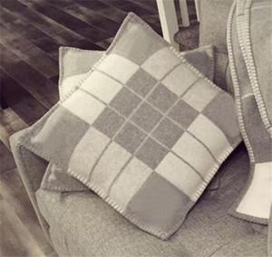 2019 핫 디자인 브랜드 격자 무늬 던져 베개 홈 소파 던져 쿠션 울 캐시미어 시간 베개 커버 편안하고 쉬운 소파 베개입니다.