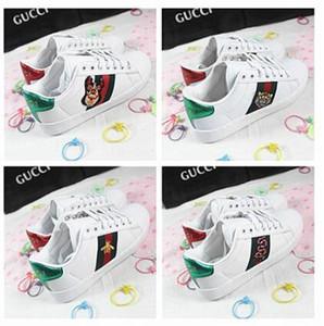 HT1 Hot 2020 nouvelles chaussures blanches broderie de fleurs sauvages abeille femmes sport respirant occasionnels chaussures plates chaussures couple