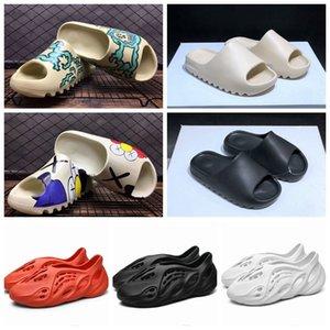 2020 Kanye zapatilla Tierra Brown espuma Runner triples mujeres negras blancas sandalias para hombre clásicos toboganes plataforma zapatillas al aire libre 36-45