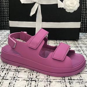 populäre Art billig PVC Dame Sandale der Marke Frauen flache Sandale Hochwertige Designer Damen gleiten Sandale 35-41 Verschiffen des freien