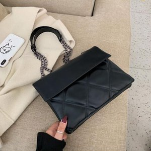 Solid color leather shoulder messenger bag 2020 new ladies chain handbags fashion casual shopping bag multi-layer envelope