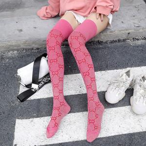 Moda Cartas Priented Sexy Mesh rodilla pega calcetines Modelos con letras del oro piernas medias otoño e invierno