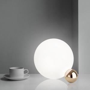 Italia Diseñador de tablas creativo lámparas Post Modern sencilla sala dormitorio Bola de cristal de luz Art decoración de la tabla de la manera LED