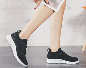 Homens Running Shoes Sapatos Moda Casual Man Super Light respirável estiramento Sneakers Masculino Pipoca inferior INS Tide Sapatos