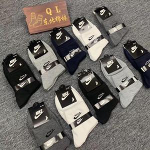 2019 kalite tasarımcının çorap moda erkek çorapları unisex bayanlar pamuk çift lüks erkek tasarımcının çorapları ücretsiz size091120