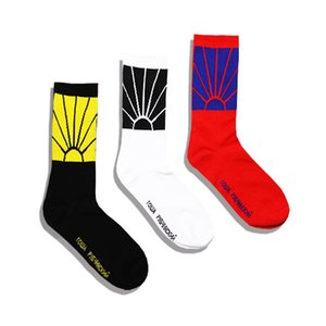 Sports Fashion Cotton Breathable High-end Hip-hop cotton medium tube socks for men and women Fashion casual breathable tube socks