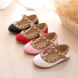 Малыш Маленькие девочки платье обувь Rivet принцессы обувь партии свадебное платье обувь Сладкие T-ремешок Танцы Flat Pumps лето сандалии Размер 21-36