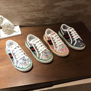 Fashion Designer Garçons Filles Chaussures plates Cartoon bébé chaussures pour enfant 2020 Infant élégant Soft Chaussures Princesse Low Chaussures de mariage de talon Taille 26-35