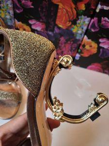Sıcak Satış-Klasik Lüks NewStyle Kadın Sandalet Moda Terlik Seksi sandal Alfabetik altın topuk Deri Dikiş ve Kemer tokaları yapma