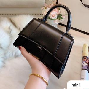 Crossbody Bag Bolsas Hourglass Bag Moda Couro Hardware arqueada Arc meio mês Carteira Mulheres Coin Pouch Plain frete grátis