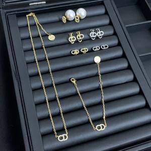 роскошь дизайнер ювелирных ожерелье женщин тонкие цепочки с буквы алмазов кулон серьги ожерелье и браслеты костюма ювелирных изделий