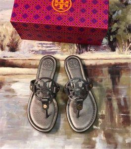 Flip Mode 2020 Entwerfer-echtes Leder Sandalen Outdoor-Strand-Flop-flache Ferse Hausschuhe beiläufige Loafers Lnd Frauen Schuhe Sz 35-42 C414