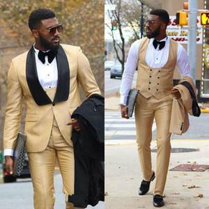 Chic Gold Tre pezzi Mens Abiti Groomsmen Smoking da sposa per uomo Blazer formali Scialle Risvolto Leisure Suit (Giacche + Pantaloni + Gilet)