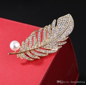 2019 new listing Europe and the United States fashion atmosphere rhinestone alloy feather leaf color brooch clothing accessories unisex