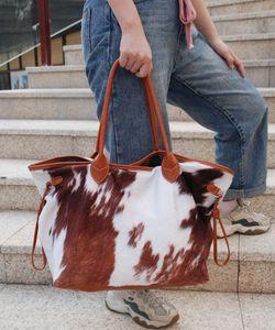 Suede blancs gros vache Grand sac polochon de capacité Imprimé Sac Weekender Sac vache Cacher Sac bandoulière en cuir PU Sac fourre-tout Sacs DOM1431