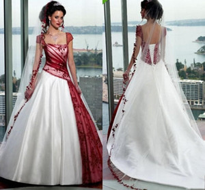 2020 Red and White Gothic A Line Wedding Dresses Plus Size Vintage Bride Ball Gowns Short Sleeves Sexy Backless Bridal Dress