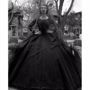 Palla Black Lace Gothic Vintage maniche lunghe abito da sposa abiti da Applique di Tulle in rilievo sweep treno Abiti da sposa con pulsanti