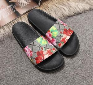 2020 homens de brocado florais novo Designer de borracha de slides moda sandália do deslizador engrenagem fundos Flip Flops mulheres listradas Praia causal slippe eur36-41
