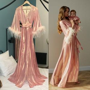 Sexy Nuit Rose Robe peignoir fendus soie Pyjama pour les femmes de mariage robe de mariée plumes Robes Robe de chambre Pyjama de nuit